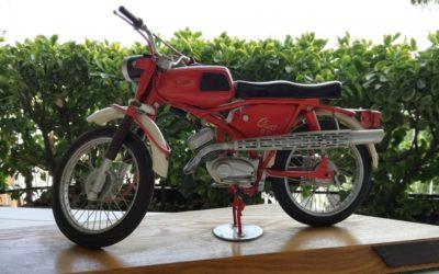 Modello di Jawa Cross 90 fatto a mano