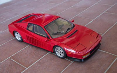 Ferrari Testarossa in scala 1/8