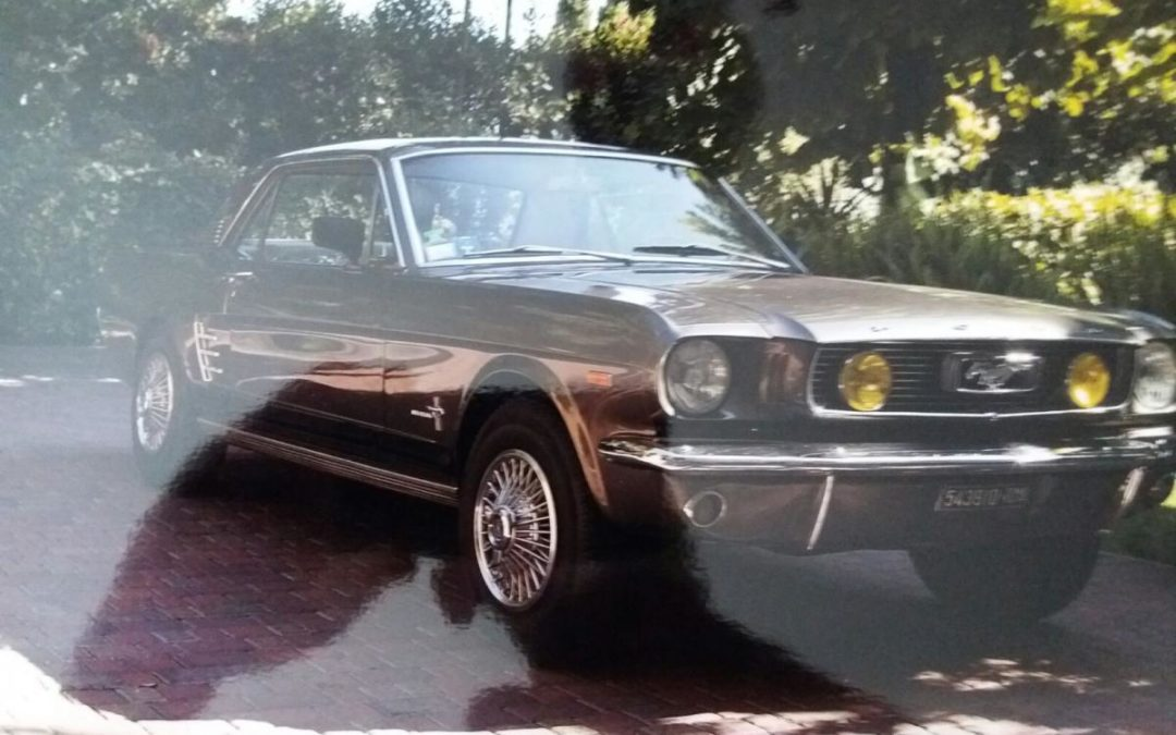 AUTO  FORD MUSTANG